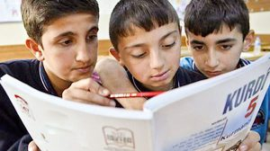 Schüler im Kurdischunterrischt. Bild: ANF News